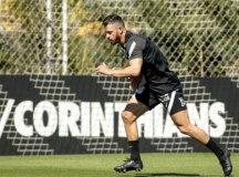Giuliano faz 1° treino com novos companheiros no Corinthians e aprimora o físico