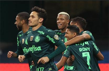 Com gol mais rápido da história do Allianz, Palmeiras bate o Grêmio e vira líder