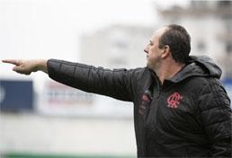 Pressionada, diretoria do Flamengo anuncia demissão de Rogério Ceni