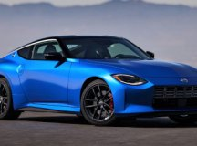 Nissan resiste às tendências e aposta na esportividade tradicional do novo Z