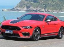 Esportivo Ford Mustang Mach 1 rouba a cena onde quer que esteja