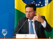 Auxílio Brasil sai em novembro com reajuste de 20% e valor temporário para chegar a R$ 400