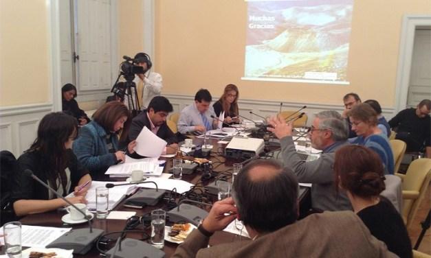 """Francisco Ferrando, glaciólogo de la U. de Chile, """"Este proyecto de ley de glaciares significa saldar una deuda con las generaciones futuras"""""""
