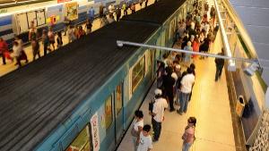 Metro de Santiago y Mutual de Seguridad lanzan campaña para fomentar buenas conductas en el transporte público