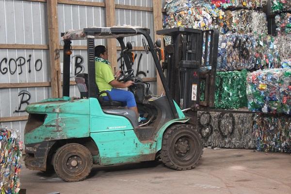 Firman convenio de reciclaje de plásticos para Rapa Nui