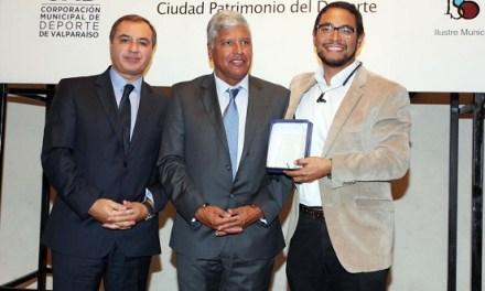 Municipio porteño reconoce a Puerto Valparaiso @PortValparaiso por su aporte al deporte en la comuna