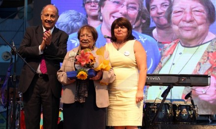 Con diversas actividades junto a líderes porteñas Puerto Valparaíso conmemoró el Día de la Mujer
