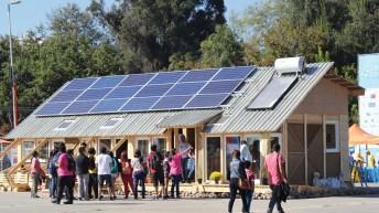 Equipos en competencia iniciaron construcción de viviendas para Villa Solar