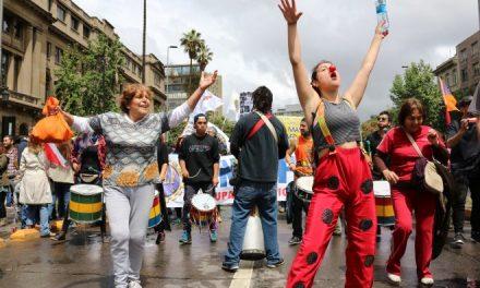 Exposición fotográfica que revela la realidad social de las mujeres en Chile llega a Sernatur