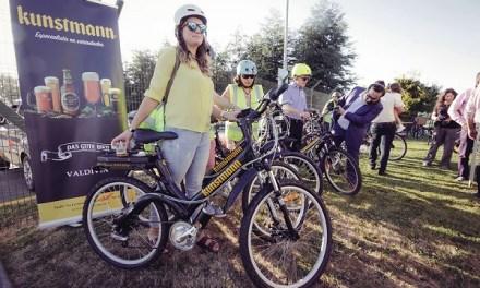 Cervecería Kunstmann lidera proyecto sustentable que incluye bicicletas con motor recargable para sus colaboradores y paneles solares para recarga