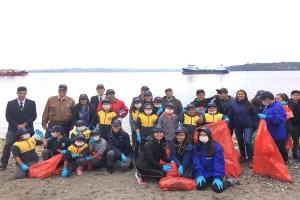 Ministra Marcela Cubillos encabeza limpieza de playas en Chiloé