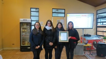 Corporación de Amigos del Hospital Roberto del Río –COAR premia a los Mejores Socios Recicladores de Papel Año 2017″