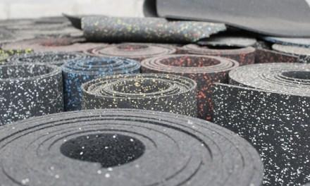 Exploran el uso de neumáticos usados para elaborar tejas, aislantes y otros productos en la construcción de vivienda social