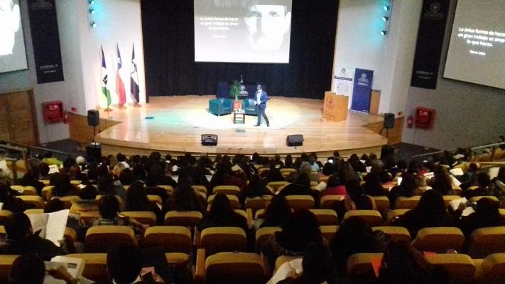 Fondo Esperanza y la U. San Sebastián dictaron seminario gratuito a alrededor de 300 emprendedores de Puerto Montt