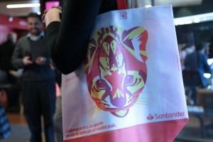 Banco Santander entregará más de cuatro millones de bolsas reutilizables en todo el país
