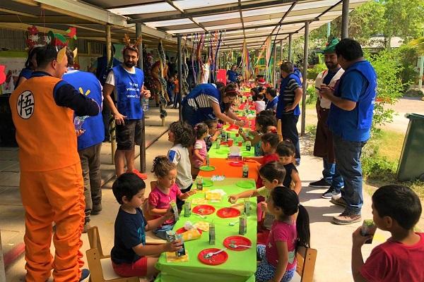 """United Way Chile organizó """"Navidades con Sentido"""", beneficiando a más de 2.000 niños y niñas."""
