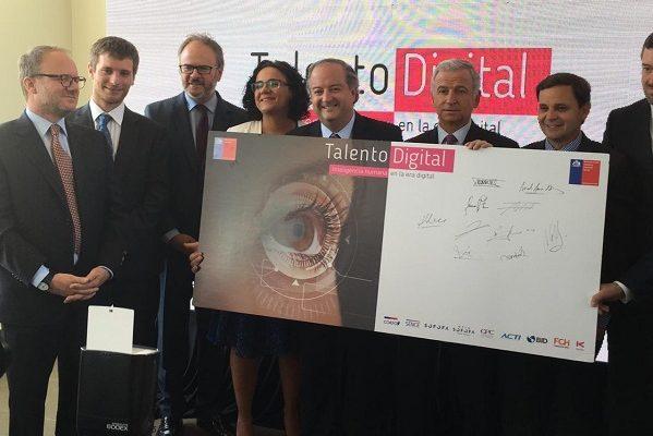 """Ministro de Hacienda y Trabajo firman inédita iniciativa público-privada """"Talento Digital para Chile"""""""