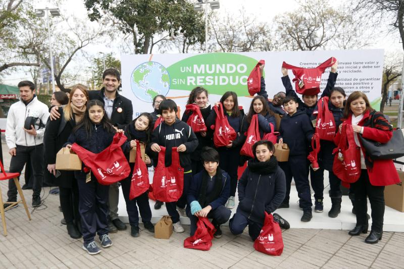 Coca-Cola y la Municipalidad de Renca, anunciaron la  instalación de 17 contenedores de reciclaje como parte de «La Ruta del Reciclaje de Renca»