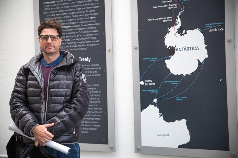 """Dr. Juan Francisco Salazar: """"Creo que las ciencias sociales tienen un rol muy importante que hacer al estudio de la Antártica"""""""