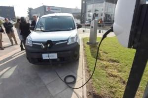 Derco y ENGIE inician una alianza para impulsar la electromovilidad en Chile