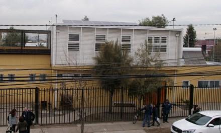 Sede social sustentable del barrio Valle del Sol de la comuna de El Bosque paga 2.000 de luz al mes gracias a paneles fotovoltaicos