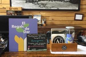 Patagonia instaló espacios para que  organizaciones ambientalistas reciban donaciones en sus tiendas