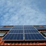 Ahorre en agua caliente o luz instalando paneles solares en su casa