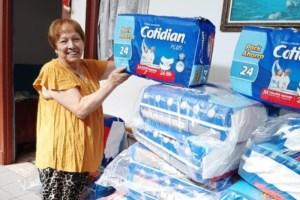 CMPC dona 100 mil pañales y una tonelada de alcohol gel a adultos mayores vulnerables
