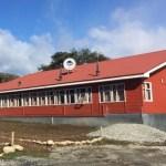 Alianza público-privada impulsada por la Municipalidad de Cochamó, Huella Local y Colbún permitirá ampliación de Escuela de Llanada Grande