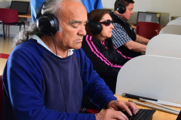 Curso de informática entregará herramientas a personas con discapacidad visual para el teletrabajo