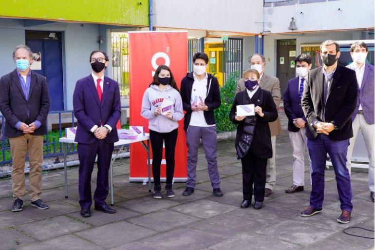 MINEDUC y CPC anuncian entrega de 16.500 trablets a estudiantes técnicos más vulnerables del país