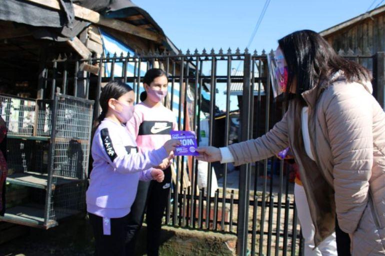 WOM entregó 326 SIM cards a niños y adultos mayores vulnerables que no tienen acceso a internet en Ñuble