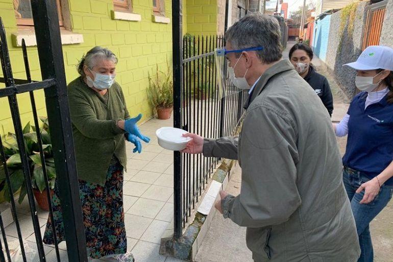 CMPC apoyará con más de 10 mil almuerzos a vecinos vulnerables y adultos mayores de Puente Alto