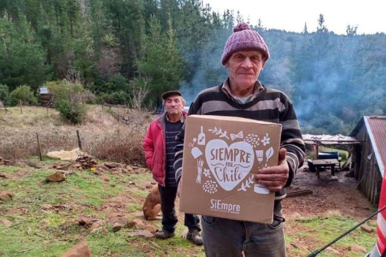 """Empresas reunidas en """"SiEmpre por Chile"""" cumplen la meta de entregar 220 mil cajas de alimentos  a familias vulnerables en todo el territorio nacional"""