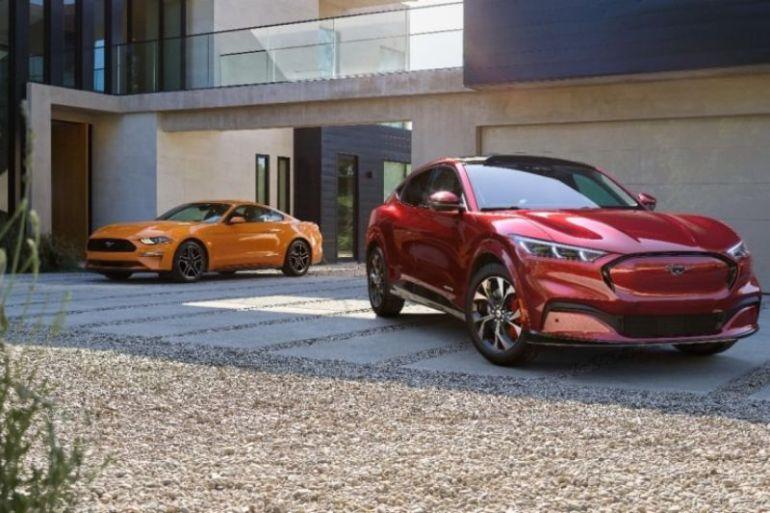 Mustang Mach-E y F-150 ganaron los premios auto y camioneta verde del año