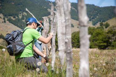 Jóvenes apoyan retiro de cercos en Cerro Castillo para proteger al huemul