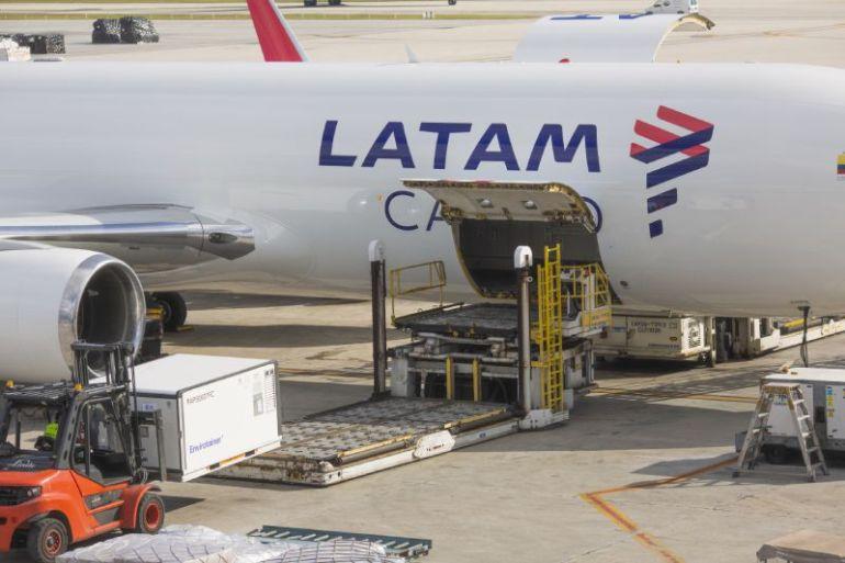 LATAM pone a disposición de autoridades de los países donde opera el transporte doméstico gratuito de vacunas COVID-19