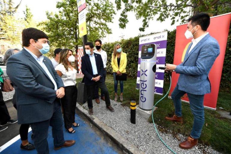 McDonald´s  y Enel X acuerdan instalación de 14 electrolineras para los restaurantes de la cadena de comida rápida en Chile