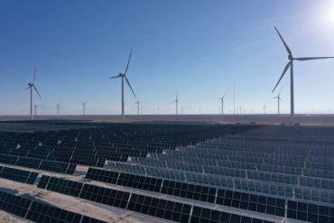 """Parque solar Azabache y Parque eólico """"Valle de los Vientos"""": innovadora planta híbrida eólica y solar"""