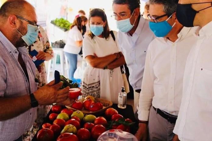 Mercado Sabor a Málaga Tomate Huevo de Toro.