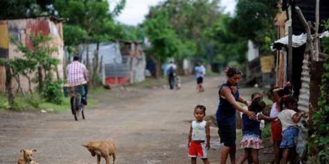 La pobreza extrema subió y la general bajó en Nicaragua en 2017, dice estudio