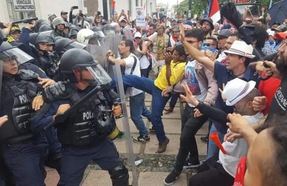 Costa Rica cumple 3 días de huelga con marchas.