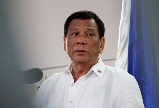 Duterte dice rechazar dinastías políticas pese a las candidaturas de sus hijos