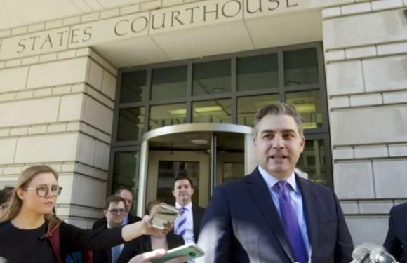 "Juez federal ordeno a a Casa Blanca devuelve ""temporalmente"" credencial de prensa a Jim Acosta"