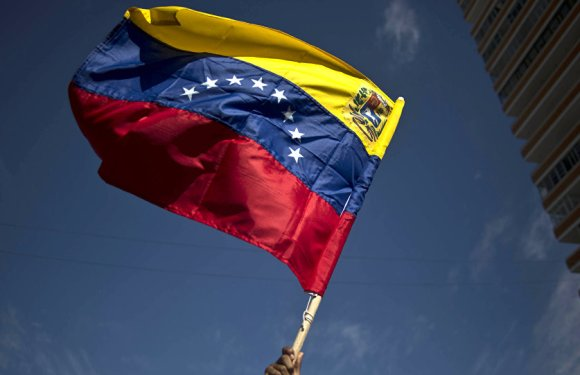Venezolanos se manifiestan frente a la Asamblea de la OEA para pedir libertad