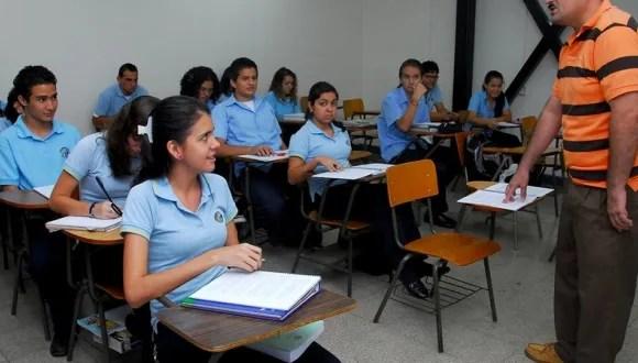 Las calificaciones en Costa Rica en pruebas PISA están por debajo del promedio de la OCDE