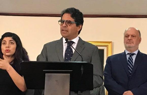 Edgar Mora deja su cargo como Ministro de Educación