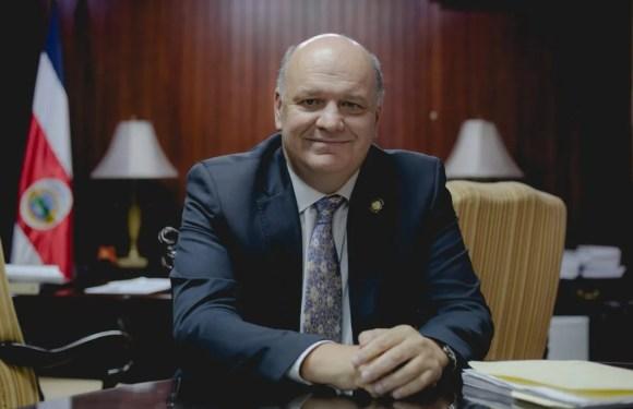 Ministro de la Presidencia deja su cargo