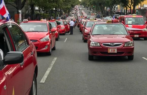 """En reunión con taxistas: """"Creemos en que debe haber una regulación equilibrada y que sea pronto"""""""