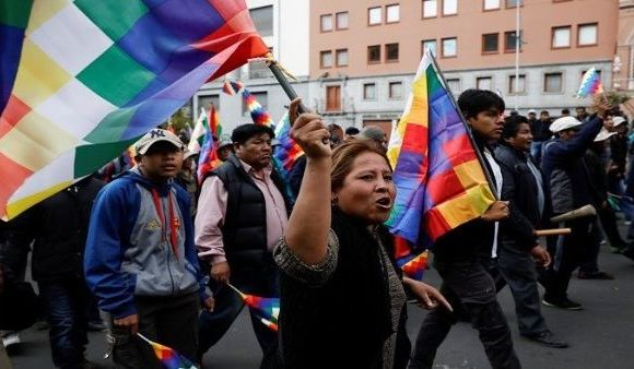 Los indígenas protestan en La Paz contra la Presidencia interina de Jeanine Áñez